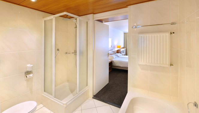 Bathroom Executive room Hotel Leusden - Amersfoort